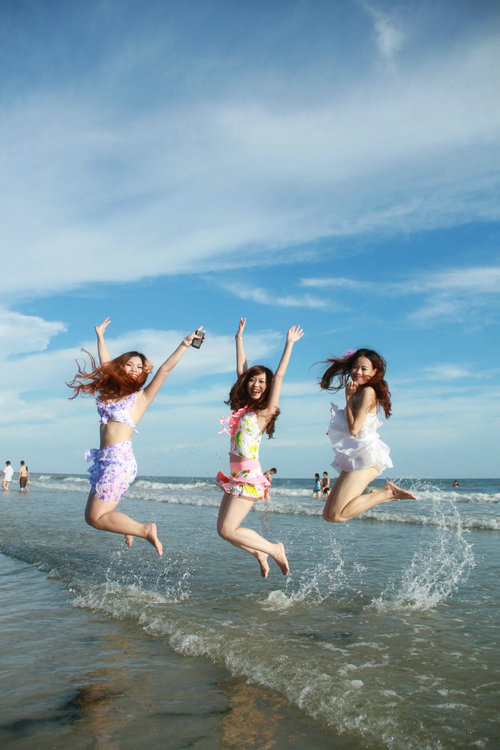 狼友抓拍多组银滩美女图::广西北海旅行社
