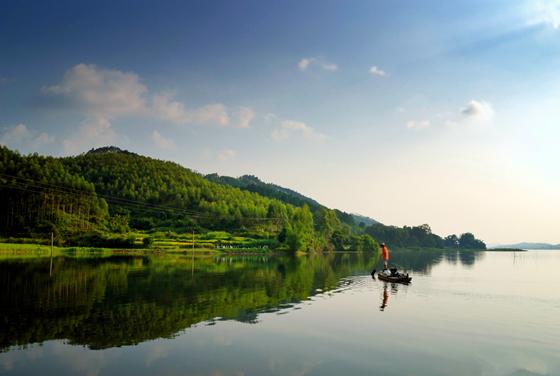 曲樟乡位于合浦县东北部,自然条件优越,气候温和,降雨充沛,山林