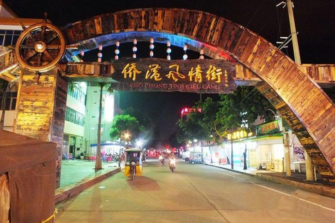 五是建设风情街酒吧娱乐区,原生态海鲜城,小港餐饮文化广场,丰富游客